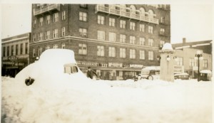 Man shovels out car on State Street after the big snow of 1937. Franklin Building/Masonic Temple can be seen in the background. Photo Source: Willamette Heritage Center, 1986.057.0007.