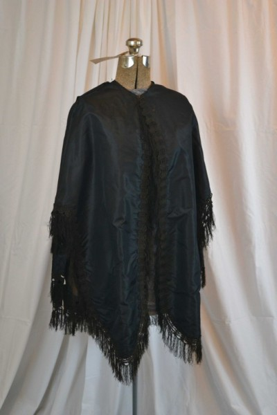 19464059df1c1 This cape is made with black taffeta silk and decorated with braid trim and  fringes, and has a brown linen lining. This cape had distinctive Civil War  era ...